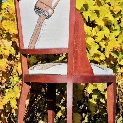 Chaise en bois réalisée en collaboration avec l'artiste peintre Laurent Bessot (peinture à la bière et au vin rouge) - face arrière